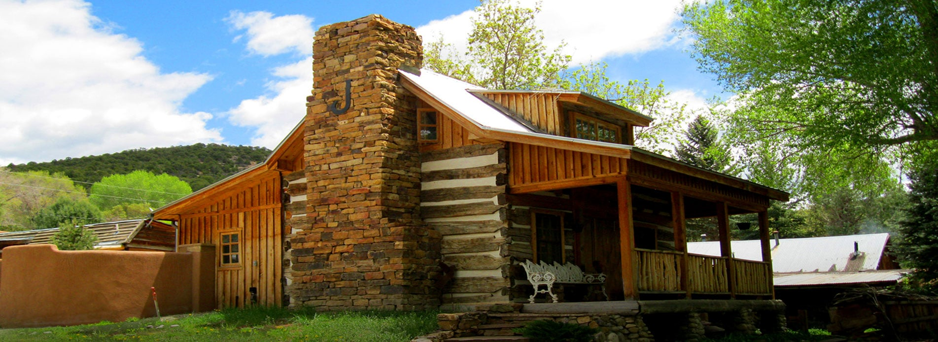 Lodging in taos nm rentals hotels in taos new mexico for Cabins in taos nm